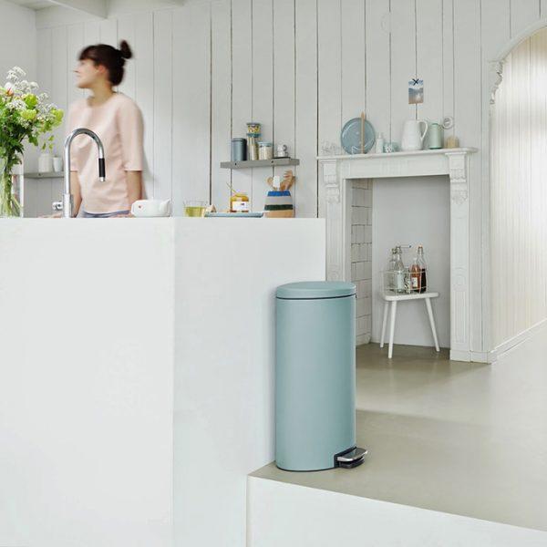 Cubo de basura modelo Flatback, de Brabantia