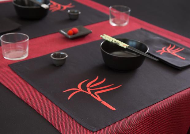 Mantel individual sobre camino de mesa