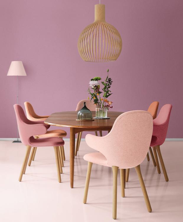 Comedor con paredes pintadas de color rosa