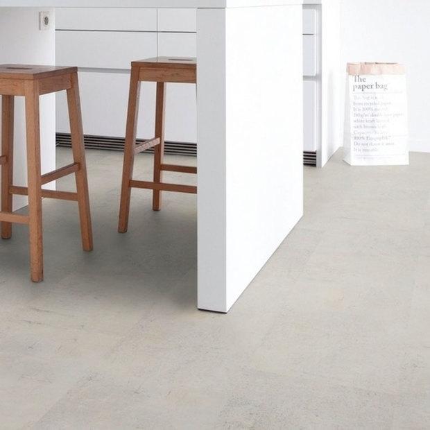 Suelo vinílico autoadhesivo con aspecto de pavimento contInuo