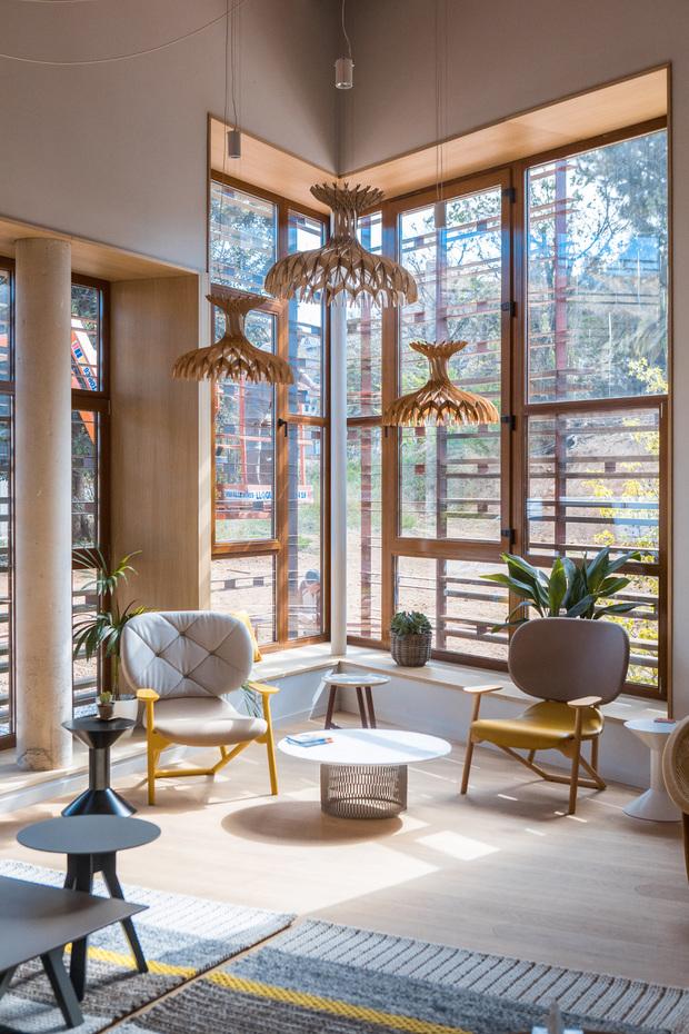 Interiores de Patricia Urquiola para el centro Kálida
