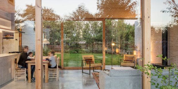 Casa Nostra: una vivienda ecoeficiente en medio de un jardín