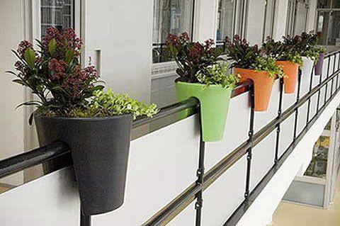 Maceteros para balcones peque os - Colgadores de macetas ...