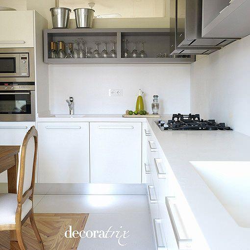 Una cocina blanca y moderna for Cocinas integrales blancas modernas