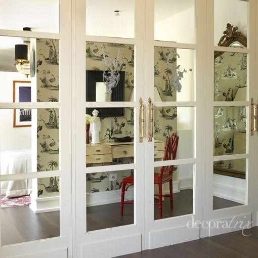 Armario con puertas de espejo for Decorar puertas armario