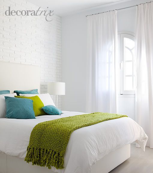Dormitorio decorado en blanco