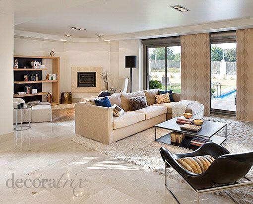 Sal n moderno con chimenea for Salones modernos con chimenea