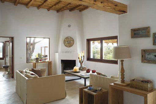 Una casa payesa en ibiza decora en blanco y arena for Casa moderna 99 arena