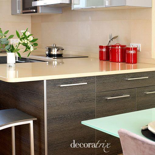 Un salón de 32 metros con zona de estar, comedor y cocina integrada