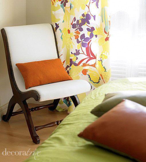 Un dormitorio con vestidor