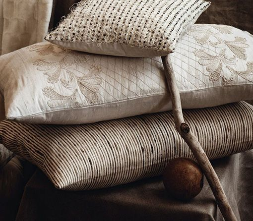 Textiles para calentar la casa en una amplia gama de tonos - Cojines de salon ...