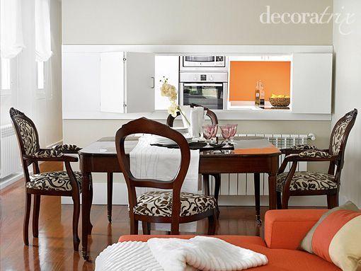 Salón de estilo moderno con comedor clásico