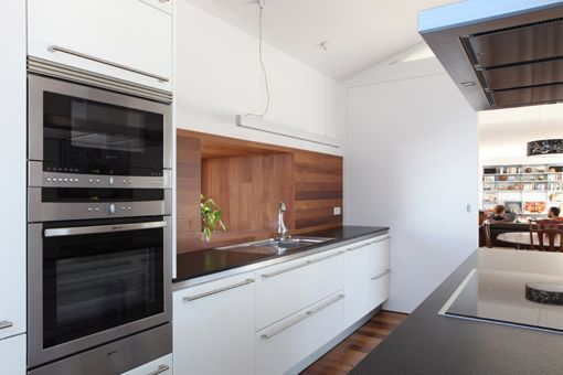 Cocina moderna con isla de trabajo for Muebles de cocina santos