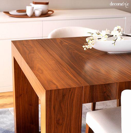 Un comedor moderno de nogal y madera lacada