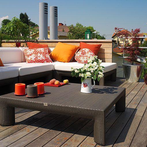 Terraza decorada en tonos naranja