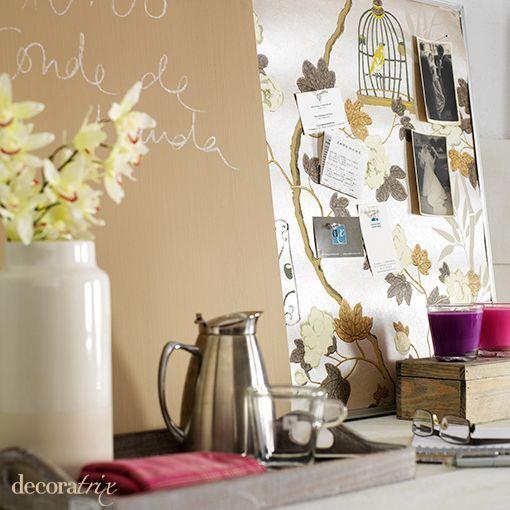 Un tablero de corcho y pintura de pizarra