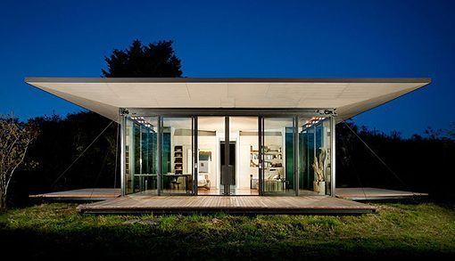 Una Casa De Cristal Y Madera