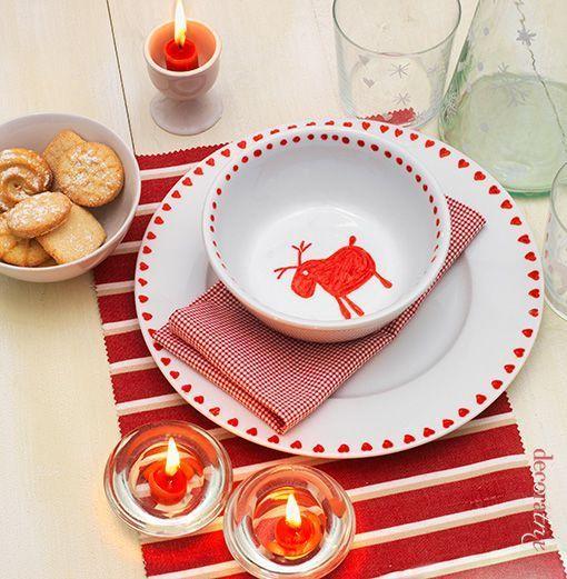 Una vajilla infantil navide a en rojo y blanco - Vajillas navidenas ...