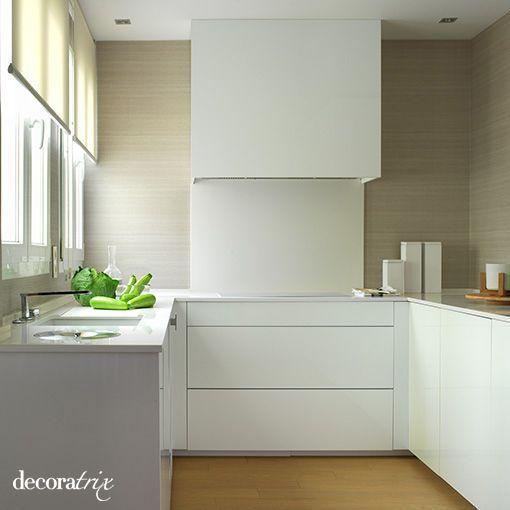 Una cocina moderna blanca y limpia - Frentes de vidrio para cocinas ...