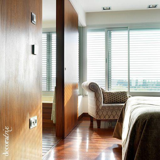 Dormitorio con cuarto de baño incorporado