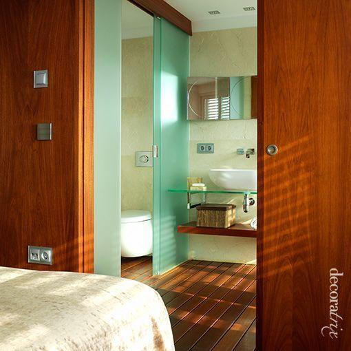 Dormitorio con cuarto de ba o incorporado - Puerta corredera bano ...