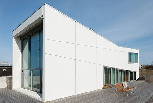 Una Casa Prefabricada De Hormigon Y Cristal