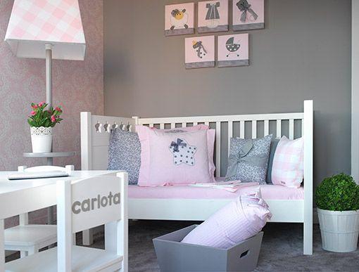 Dormitorio de beb en rosa y gris for Cuadros habitacion bebe