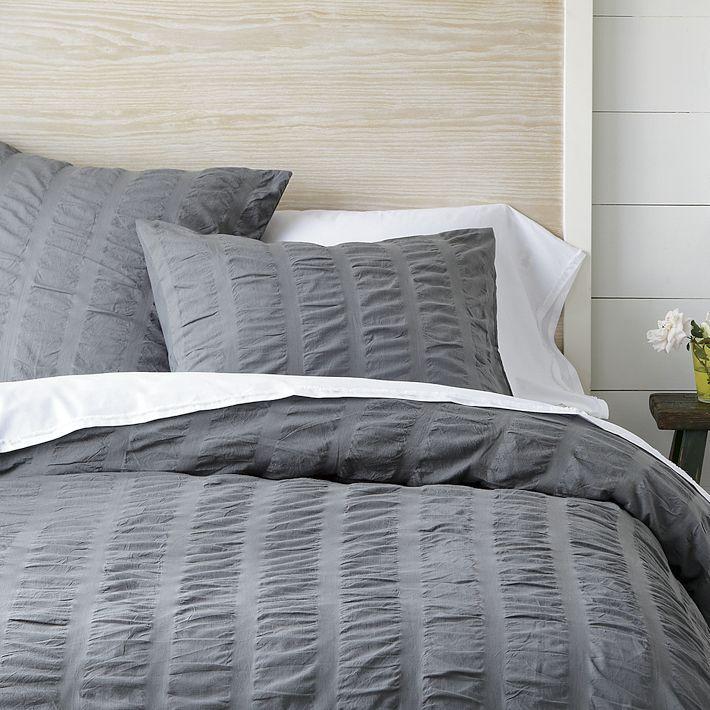 Vestir la cama en un trix con un resultado cálido y algo sofisticado.