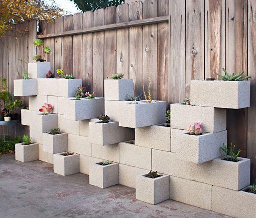 Maceteros De Hormigon En Un Jardin Moderno - Colocar-bloques-de-hormigon