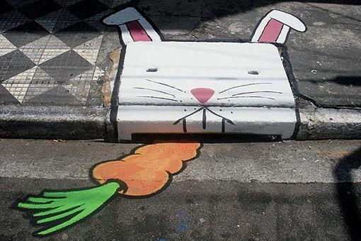 ===Alegrando la vista=== Arte_callejero_conejo