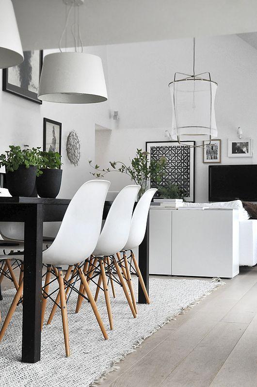 Combinar sillas y mesas de diseño en el comedor