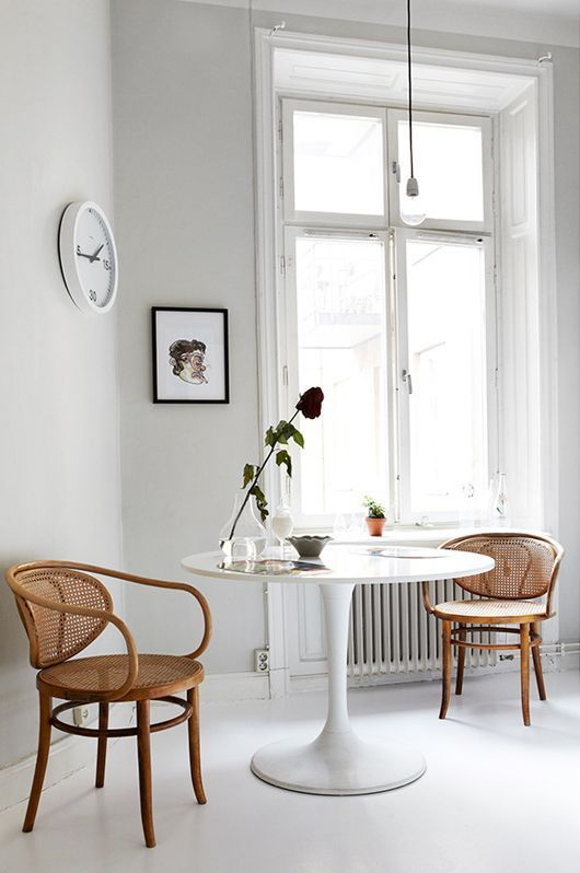 Combinar sillas y mesas de dise o en el comedor for Mesas de comedor cuadradas de diseno