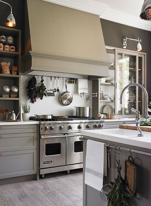 Cocina con comedor de diario y zona de lavado