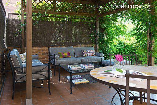 Salon Y Comedor De Verano Bajo La Pergola - Pergolas-metalicas-para-jardin