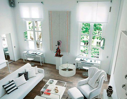 Salón decorado en blanco