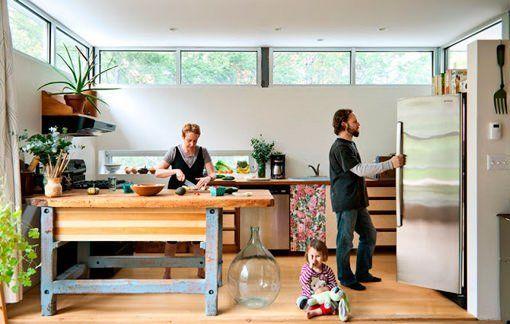 Casa prefabricada decorada con muebles reciclados y trabajos de ...