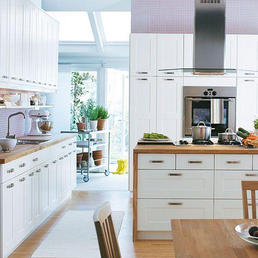 Cocinas blancas de todos los estilos luz amplitud y orden for Ikea complementos cocina