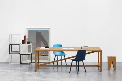 Mesa de madera para el comedor y la oficina