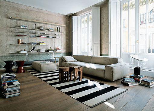 Diseño interior moderno en contraste con una arquitectura histórica