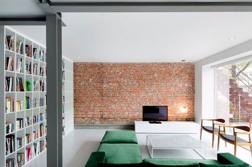 Loft moderno de estilo minimalista en un edificio antiguo - Salon minimalista moderno ...