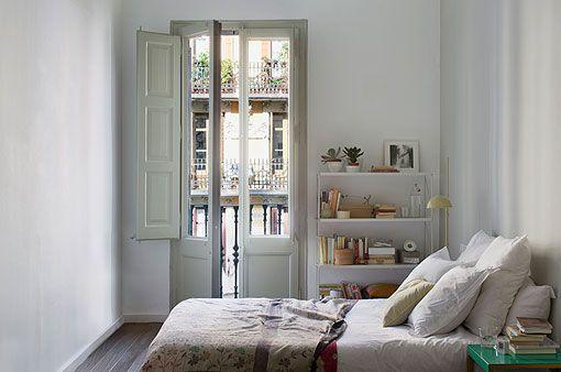 TRIA, yatak odasında çağdaş mekanlar için modüler raf