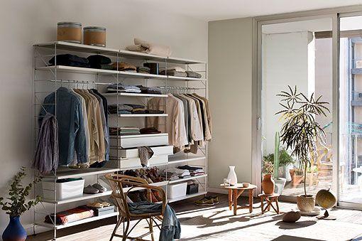 Giyinme odasındaki modern alanlar için modüler raf ünitesi TRIA