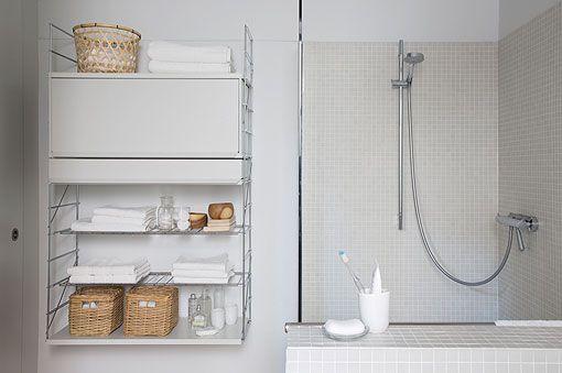 Banyodaki modern alanlar için modüler raf TRIA