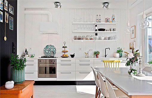 Una cocina abierta al comedor y al salón