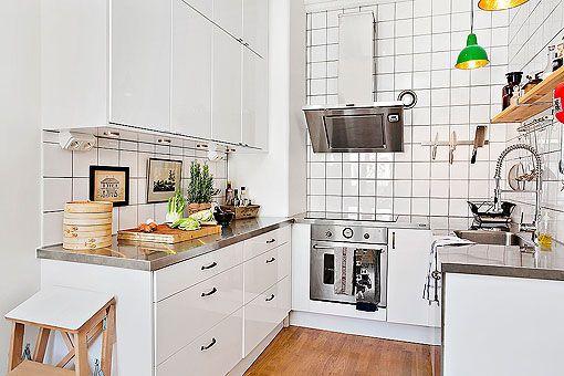 Cocina pequeña bien aprovechada con los muebles en forma de U
