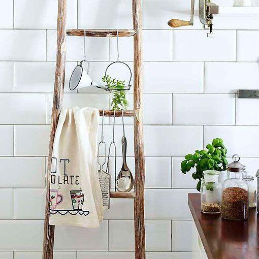 Reciclar una escalera de madera for Escalera de cocina