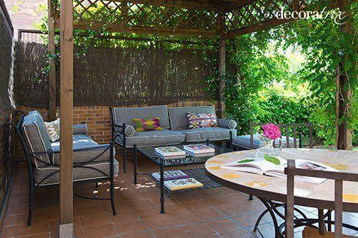 Rincones sombreados en el jard n y la terraza for Pergolas metalicas jardin