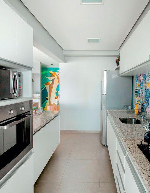 Apartamento de 90 metros con una decoraci n moderna y pr ctica for Cocinas en paralelo