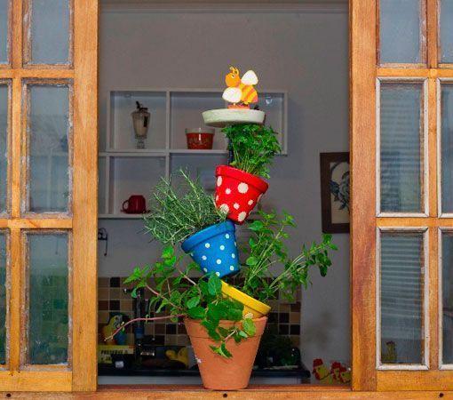 Manualidades Con Tiestos De Barro.Una Torre De Macetas Para Cultivar Hierbas Aromaticas