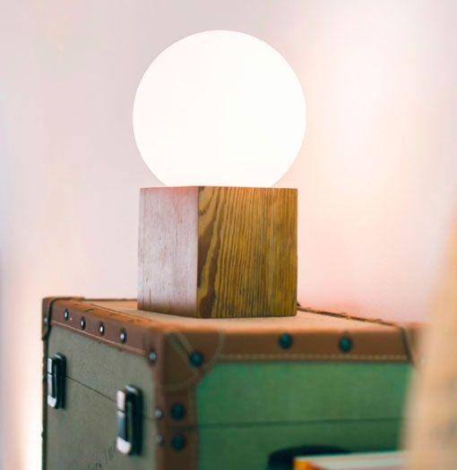 L mparas de mesa hechas a mano con maderas recicladas - Mesas de madera hechas a mano ...